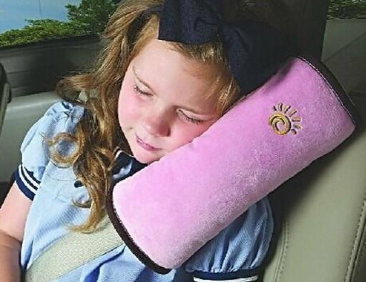Розовая детская подушка на ремень безопасности