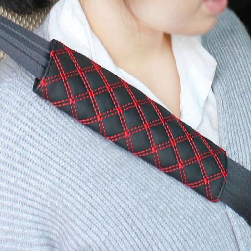 Подушка для ремня безопасности (красная строчка)