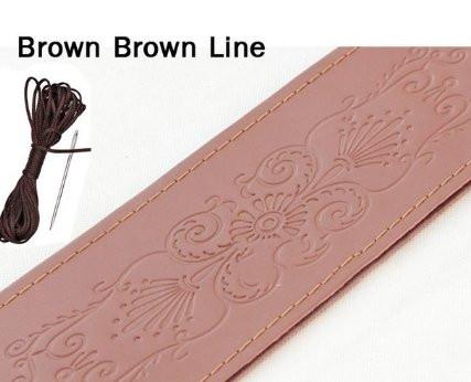 Коричневая кожанная оплетка на руль с цветочными узорами (коричневая окантовка)