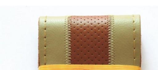 Перфарированная бежевая кожанная оплетка руля с коричневой полосой (бежевая окантовка)