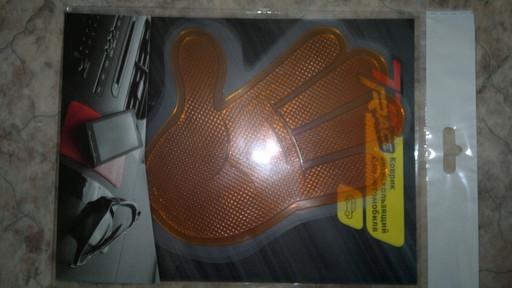 Коврик антискользящий для автомобилей (оранжевая рука)