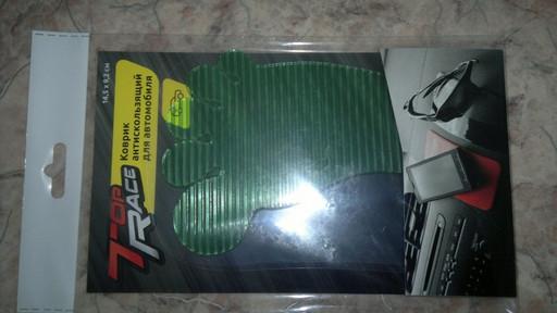 Коврик антискользящий для автомобилей (зеленая нога)