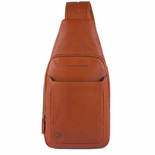 Мужской рюкзак с одной лямкой Piquadro CA4827B3/AR