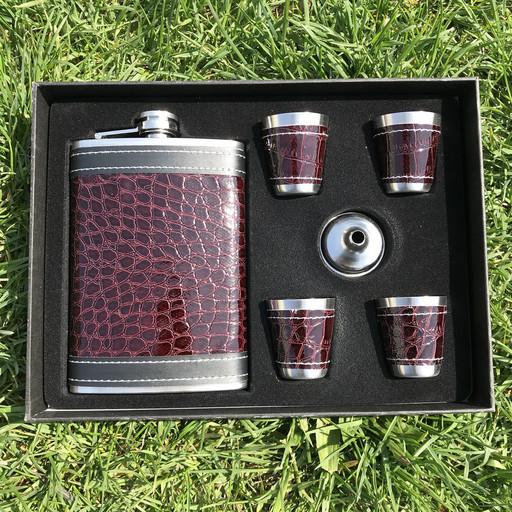 Подарочный набор фляга и стаканы для мужчин