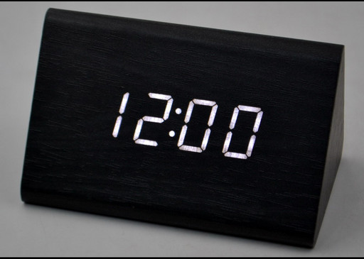 Настольные часы с белой подсветкой VST-864-6. Брусок дерева