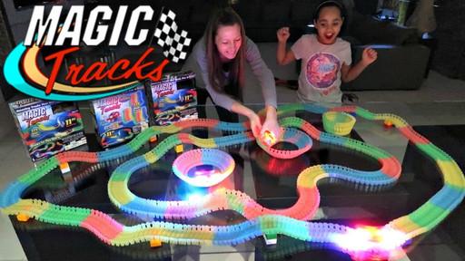 Toy Magic Track 1862, Светящийся гоночный трек, Конструктор автотрек на 220 деталей, Гибкий конструктор трек