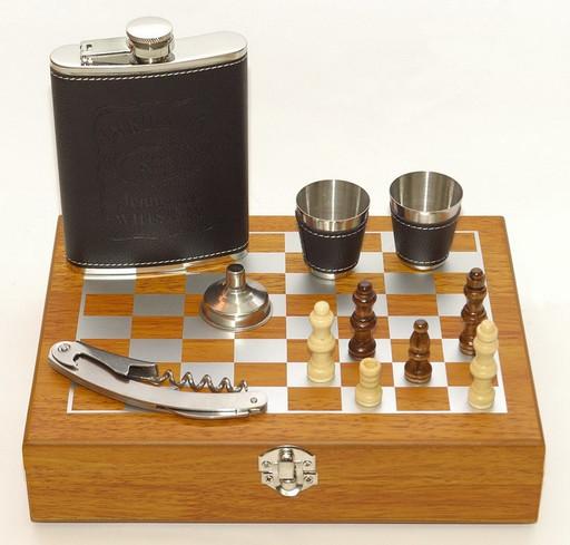 Набор с шахматами в дереве NF4-17