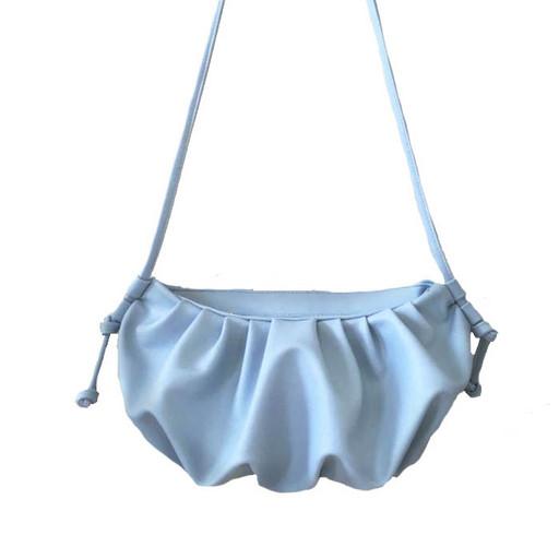 Летняя сумка пельмень - светло голубая через плечо