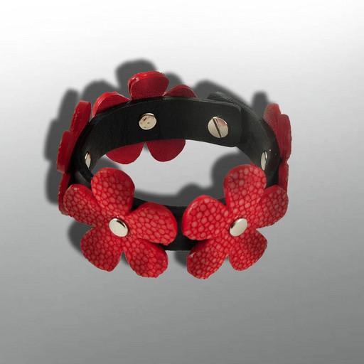 Красно черный браслет из кожи ската