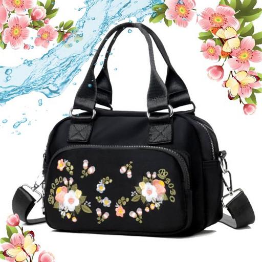 Женская черная сумка из ткани с вышивкой цветов