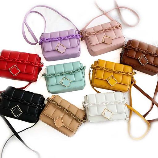 Модная женская сумка с пластиковой цепочкой