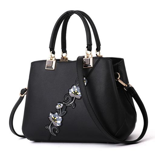 Женская сумка с цветами - красивая модель с вышивкой
