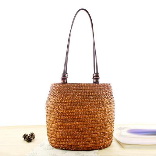 Плетеная сумка из соломки - летняя на плечо